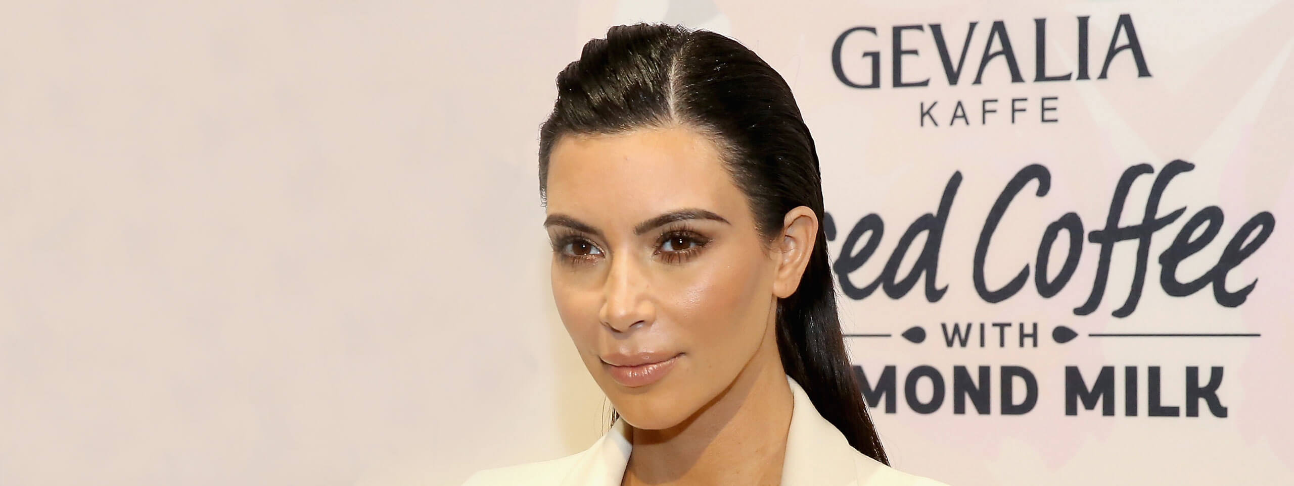 Kim Kardashian cheveux sleek